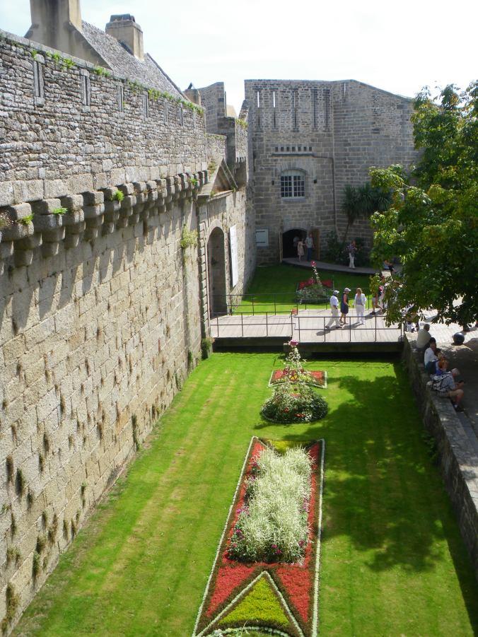 Concarneau entrée de la ville close fortifiée