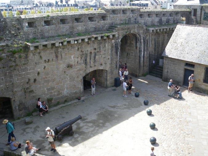 l'entrée de la ville fortifiée de Concarneau
